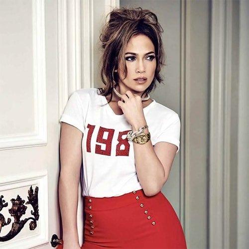 Słynna piosenkarka i aktorka J Lo nową twarzą marki Guess.
