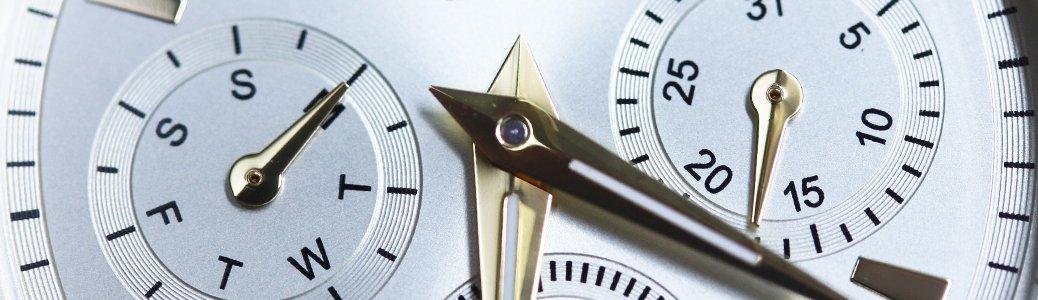 Zegarek reprezentujący funkcję dodatkową umożliwiającą odmierzanie dnia tygodnia, miesiąca oraz roku - kalendarza.