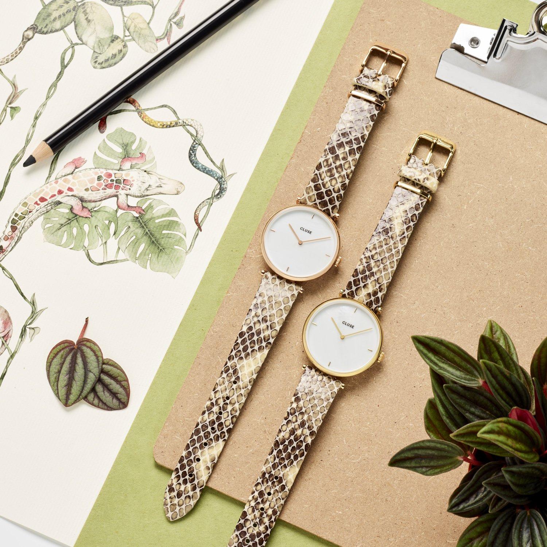 Klasyczny, damski zegarek Cluse CL61008 Gold White Paerl/Soft Almond Python z kopertą z mosiądzu w złotym kolorze.