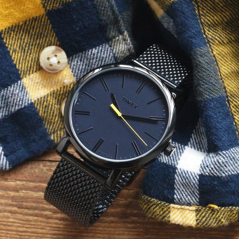 Kultowy, męski zegarek Timex T2N793 na bransolecie typu mesh z mechanizmem kwarcowym oraz szkiełkiem mineralnym.