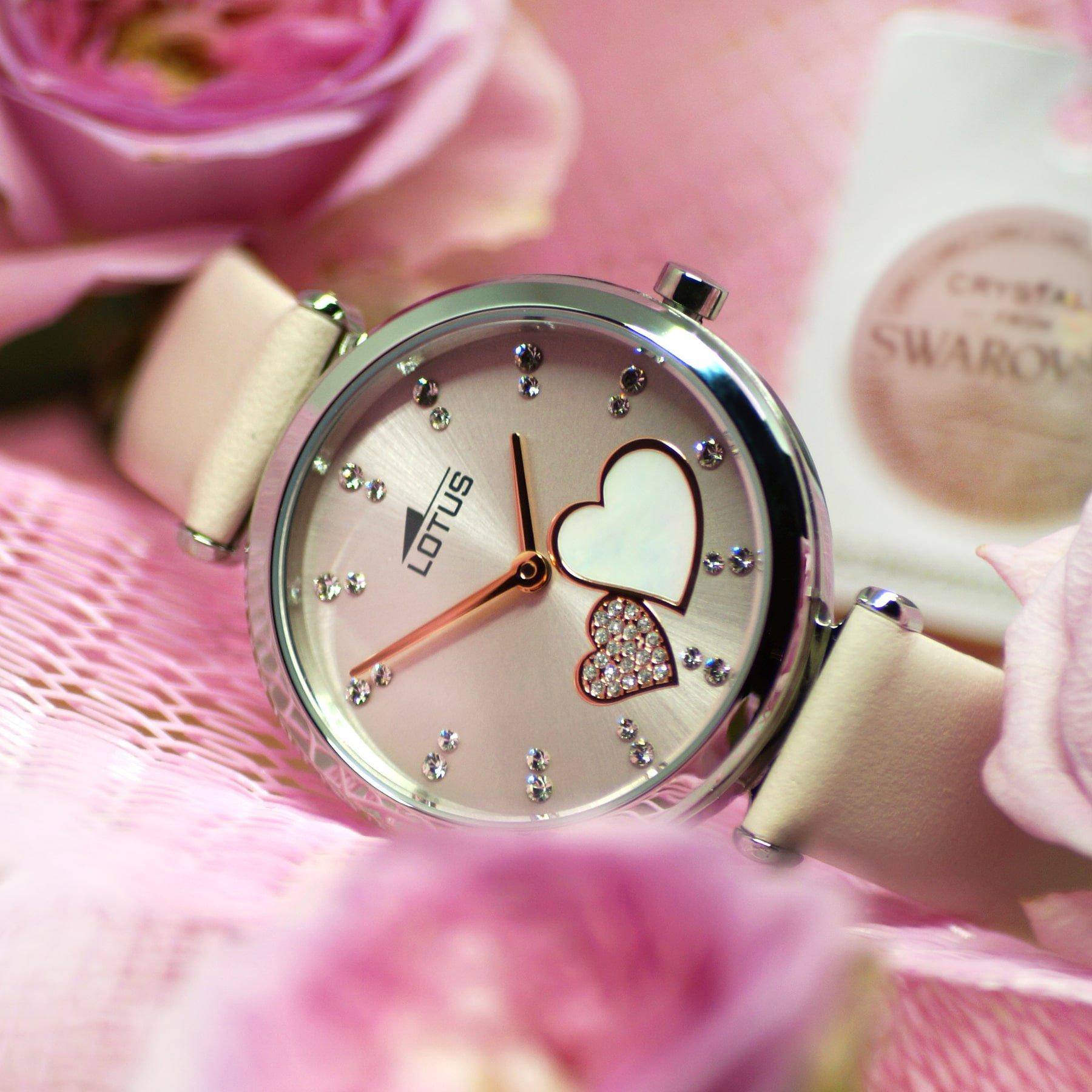 Zegarek w serduszka z kryształkami Swarovski