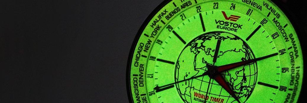 Zegarek Vostok Europe z nałożoną na tarczę substancją luminescencyjną.