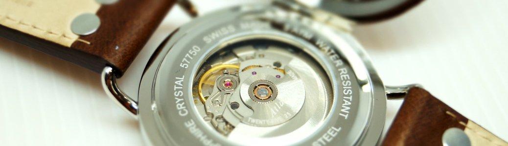 Przykład mechanizmu automatycznego nakręcanego za pomocą ruchu ręki.