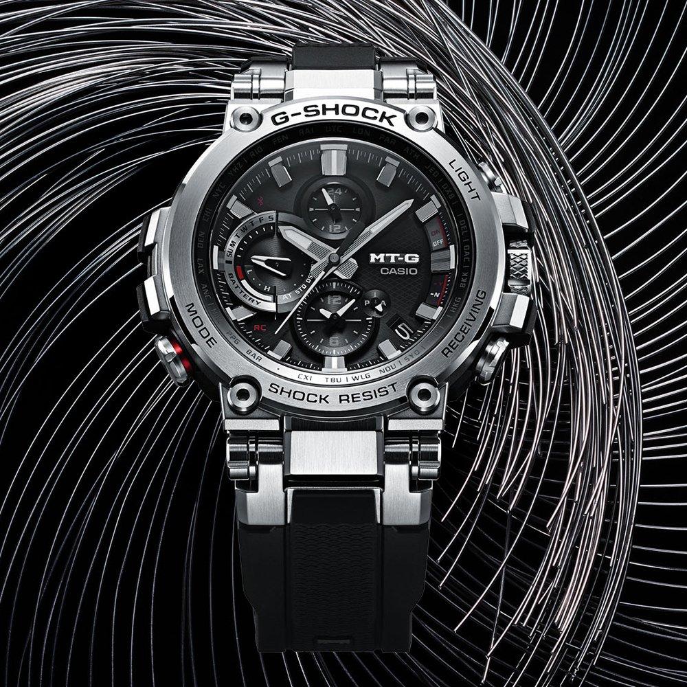 Sportowy, męski zegarek G-Shock MT-G MTG-B1000B-1A4ER z analogowa tarczą oraz rozbudowanym kalendarzem.