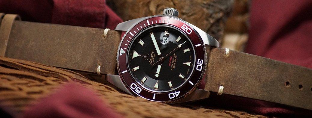 Klasyczny, męski zegarek Atlantic 80373.41.61R Mariner na brązowym skórzanym pasku z talową kopertą w srebrnym kolorze oraz szkiełkiem szafirowym gwarantującym doskonałą ochronę.