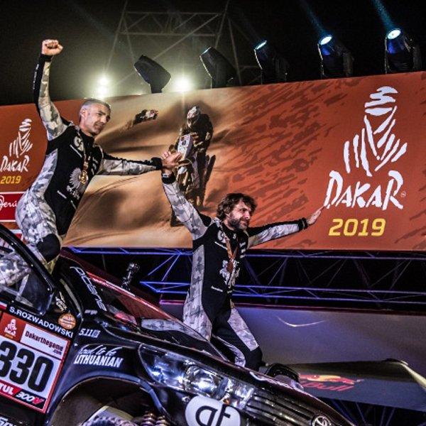 Benediktas Vanagas oraz Sebastian Rozwadowski po ukończeniu rajdu Dakar.