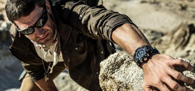 Dokładny, męski zegarek G-Shock GPR-B1000-1BER Master of G Professional Rangeman zapewnia wytrzymałość konstrukcji, dzięki odpornej na pył i błoto strukturze oraz taśmie z włókna węglowego i szafirowemu szkiełku.