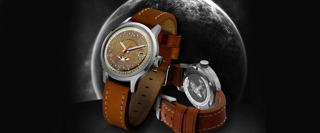 Automatyczny, męski zegarek Sturmanskie 2431-1765938 z analogową brązową tarczą oraz okrągłą, stalową tarcza w kolorze srebrna. Zegarek ten jest na skórzanym brązowym pasku.