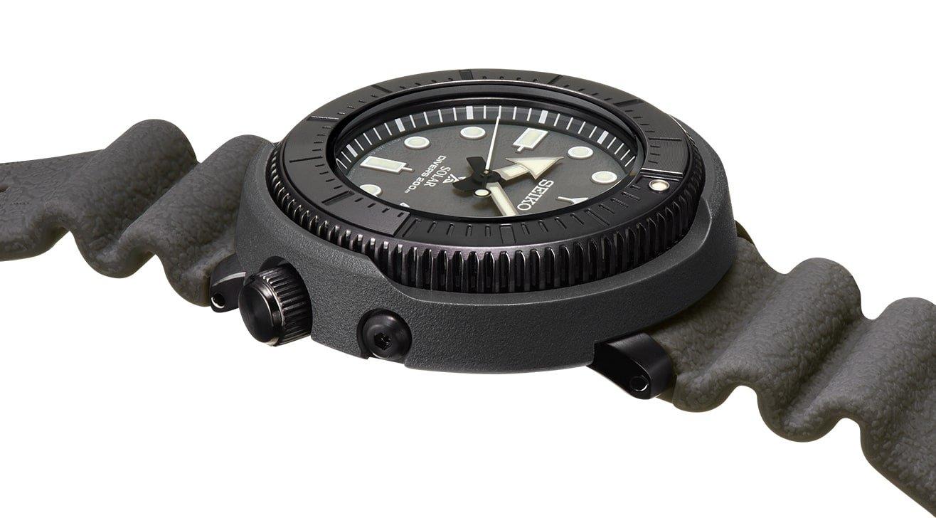 Zegarek Seiko Prospex Street Series z kopertą wykonanej z tworzywa sztucznego i stali oraz paska, z tworzywa sztucznego.