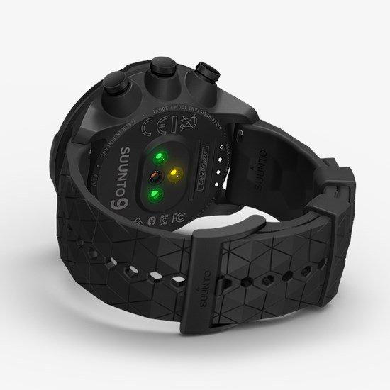 Zegarek Suunto 9 posiada również pulsometr co umożliwia pomiar pulsu podczas treningu.