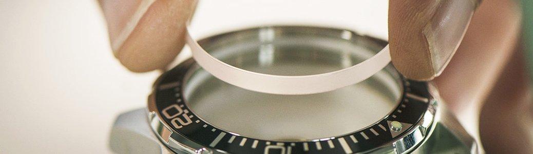 Szkiełko zegarka Certina osłaniające tarczę przed czynnikami zewnętrznymi.