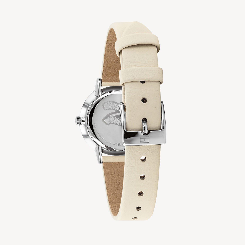 Modny, damski zegarek Tommy Hilfiger 1782051 Zendaya na skórzanym pasku w beżowym kolorze z zapięciem na sprzączkę.