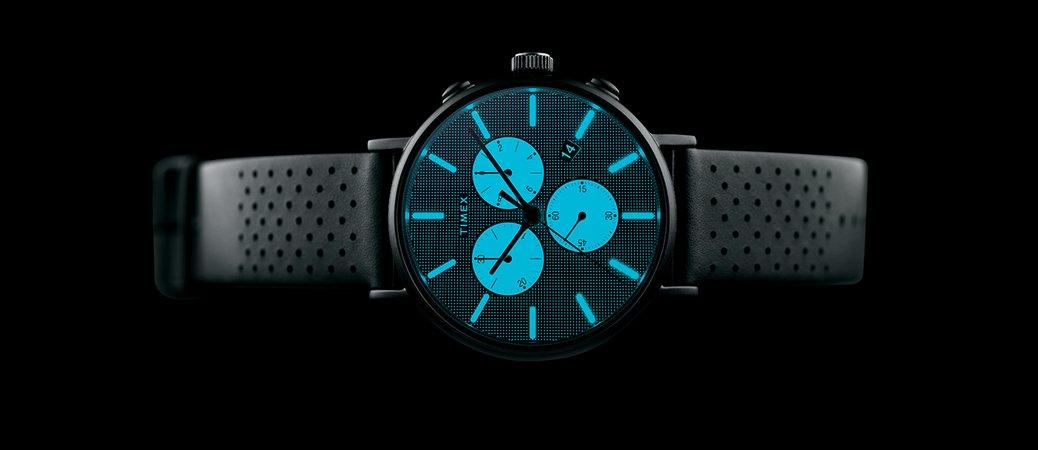 6debaf78cb259 W celu jego włączenia należy delikatnie nacisnąć i przytrzymać koronkę  zegarka. Podświetlenie ma przyjemny niebiesko-zielony kolor