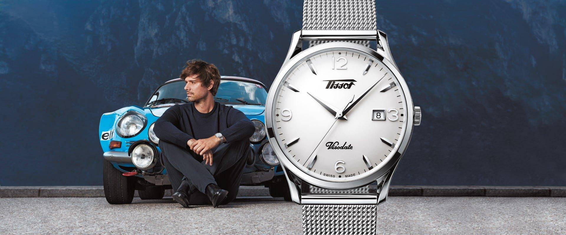 Klasyczny, męski zegarek Tissot T018.410.11.277.00 HERITAGE VISODATE AUTOMATIC na bransolecie typu mesh ze stali oraz kopercie również ze stali. Tarcza zegarka jest w białym kolorze z przejrzystymi indeksami.