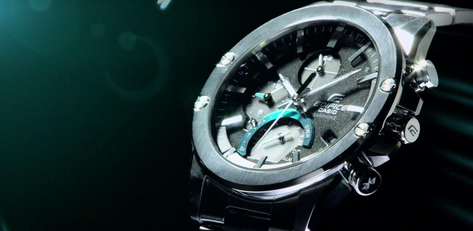 W zegarku Edifice znajduję się szafirowe szkło, które posiada 9/10 punktów w skali Mohsa, nie podda się zarysowaniom.