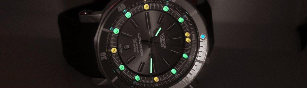 Zegarek Vostok Europe z trytonowym podświetleniem gwarantującym najefektywniejsze podświetlenie elementów tarczy.