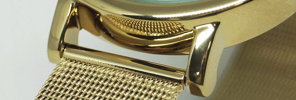 Uszy koperty w zegarku Lorus w kolorze złotasłyzące do mocowania branzolety lub paska do zegarka.