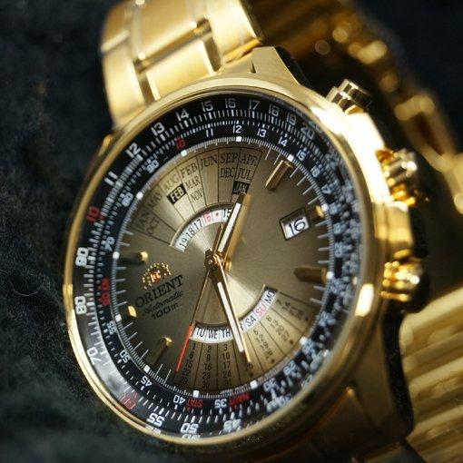 Złoty zegarek Orient z wiecznym kalendarzem na ciemno złotej-tarczy.