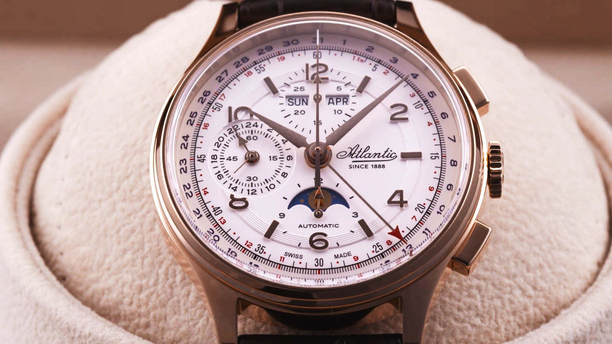 niesamowite detale w zegarku Atlantic Moonphase Chronograph Universal
