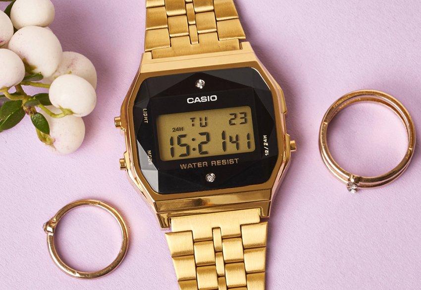 Zegarek Casio Vintage w złotym kolorze.