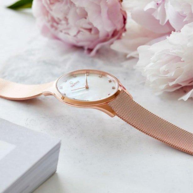 Zegarek Obaku Denmark V217LXVWMV na bransolecie z różowego złota i tarczy wykonanej z masy perłowej, z cyrkoniami.