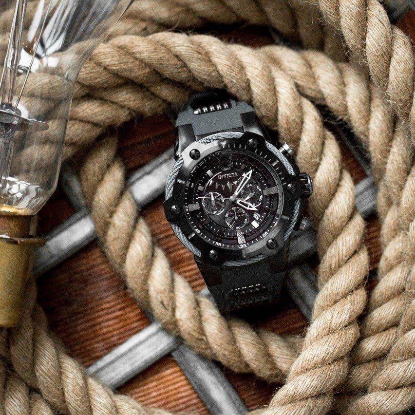 Fantastyczny, męski zegarek Invicta zainspirowany postacią z komiksów Marvela- Czarną Panterą. Zegarek utrzymany jest w kolorze czerni i srebra.