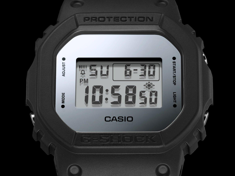 Męski zegarek  Casio G-SHOCK DW-5600BBMA-1ER Metallic Mirror Face posiada mnóstwo użytecznych funkcji jak system G-Shock, stoper do 24h i 1 multialarm.