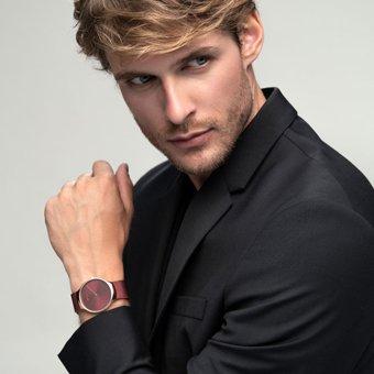Prostota zegarka Bering 13338-CHARITY Limited Edition CHARITY gwarantuje niezawodność oraz elegancki wygląd.