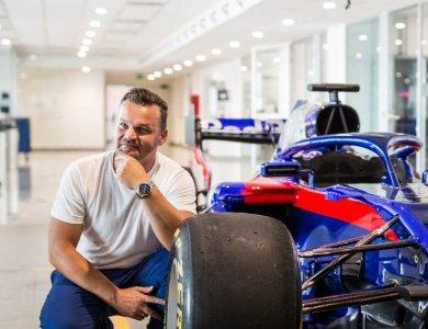 ZEGAREK.NET w  fabryce bolidów Formuły 1! - zdjęcie