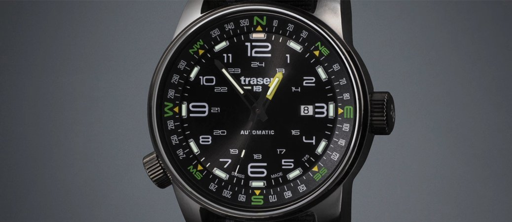 Szwajcarski, męski zegarek Traser TS-107718 z mechanizmem automatycznym w czarnym kolorze na parcianym pasku.