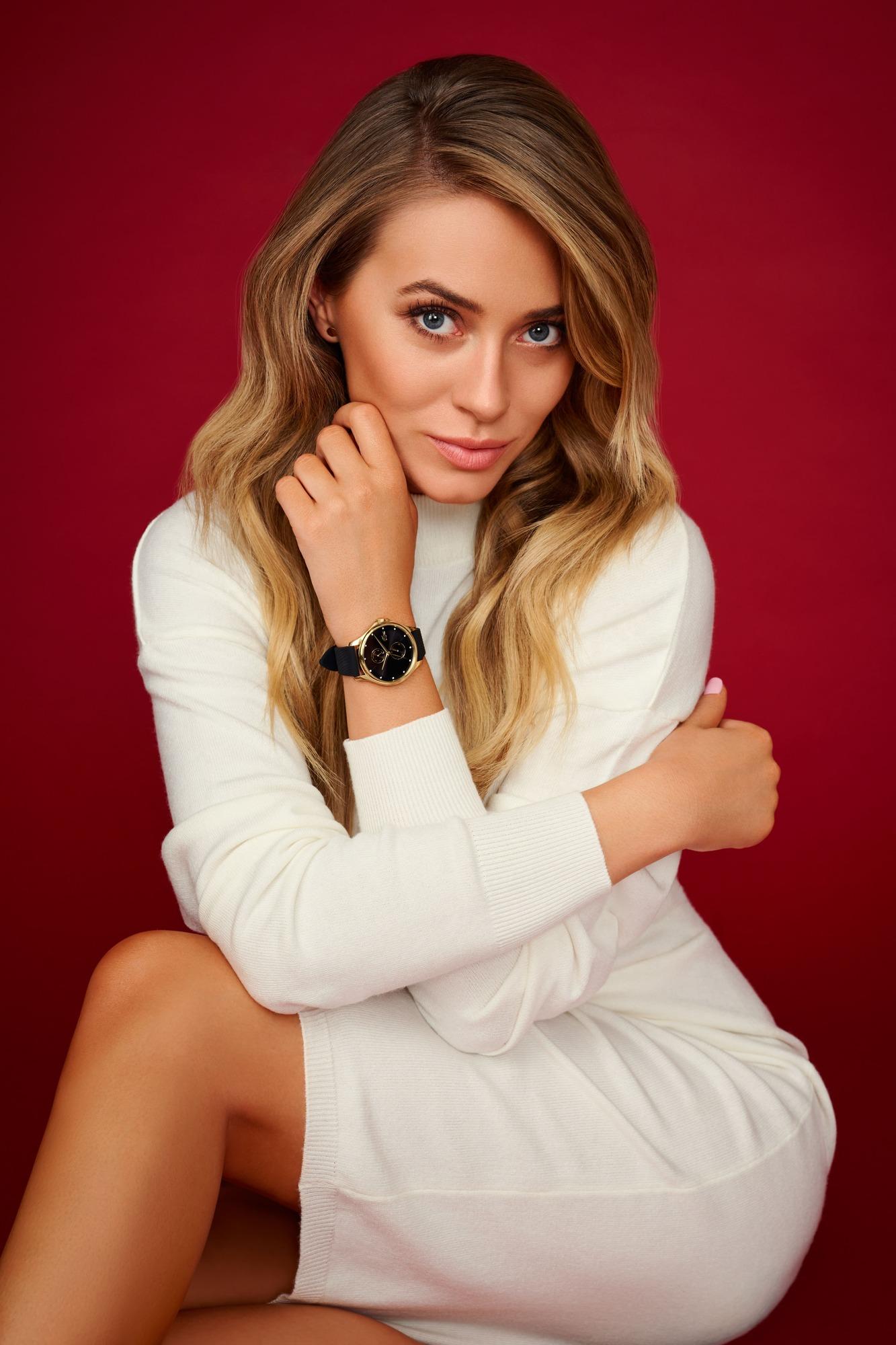 Piękna Marcelina z ulubionym zegarkiem.