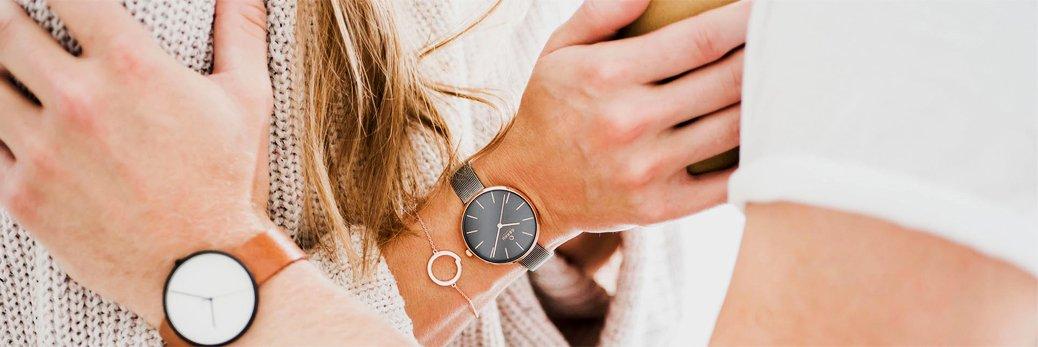 Modne zegarki Obaku Denmark na brązowym pasku z białą tarczą oraz na szarej bransolecie z szarą tarczą.
