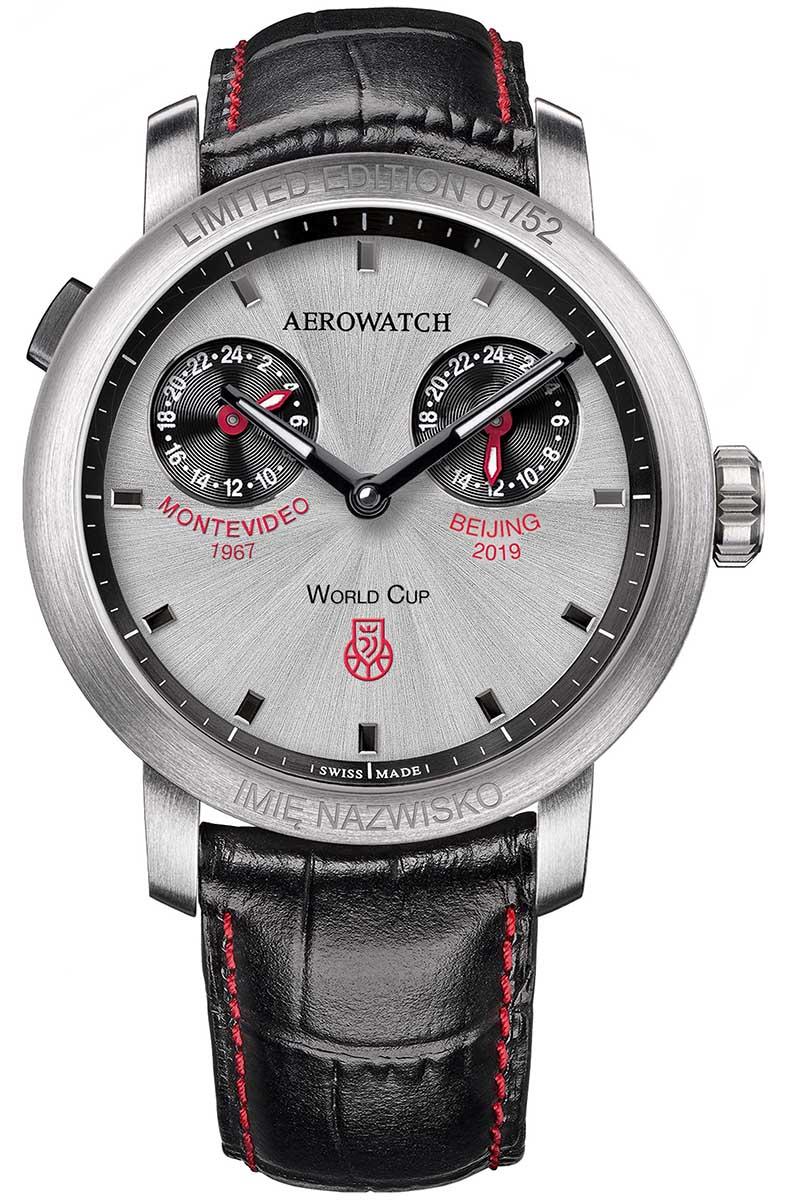 Limitowany zegarek Aerowatch na czarnym skórzanym pasku z czerwoną nitką. Koperta zegarka jest w srebrnym kolorze tak samo jak i tarcza. Tarczę zegarka Aerowatch zdobią dwie subtarczę w czarnym kolorze z czerwono-białymi indeksami i wskazówkami.