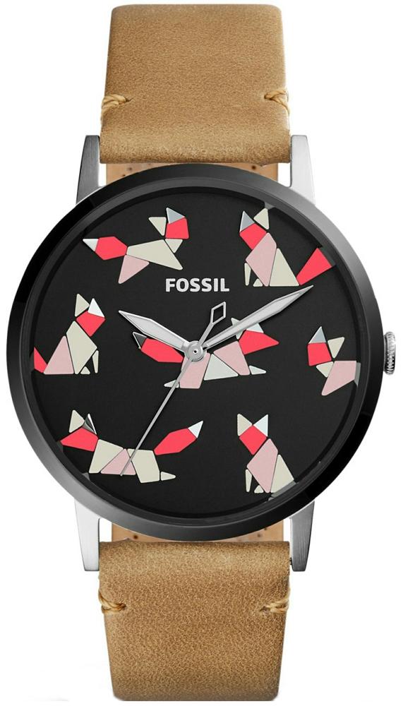 Klasyczny, damski zegarek Fossil ES4165 VINTAGE MUSE z czarną, analogową tarczą ozdobioną jesiennymi liskami z figur geometrycznych. Zegarek Fossil jest na skórzanym pasku w brązowym kolorze.