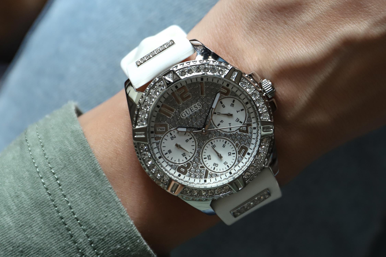 25 Zegarków Guess Kolor paska: Srebrny – męskie i damskie