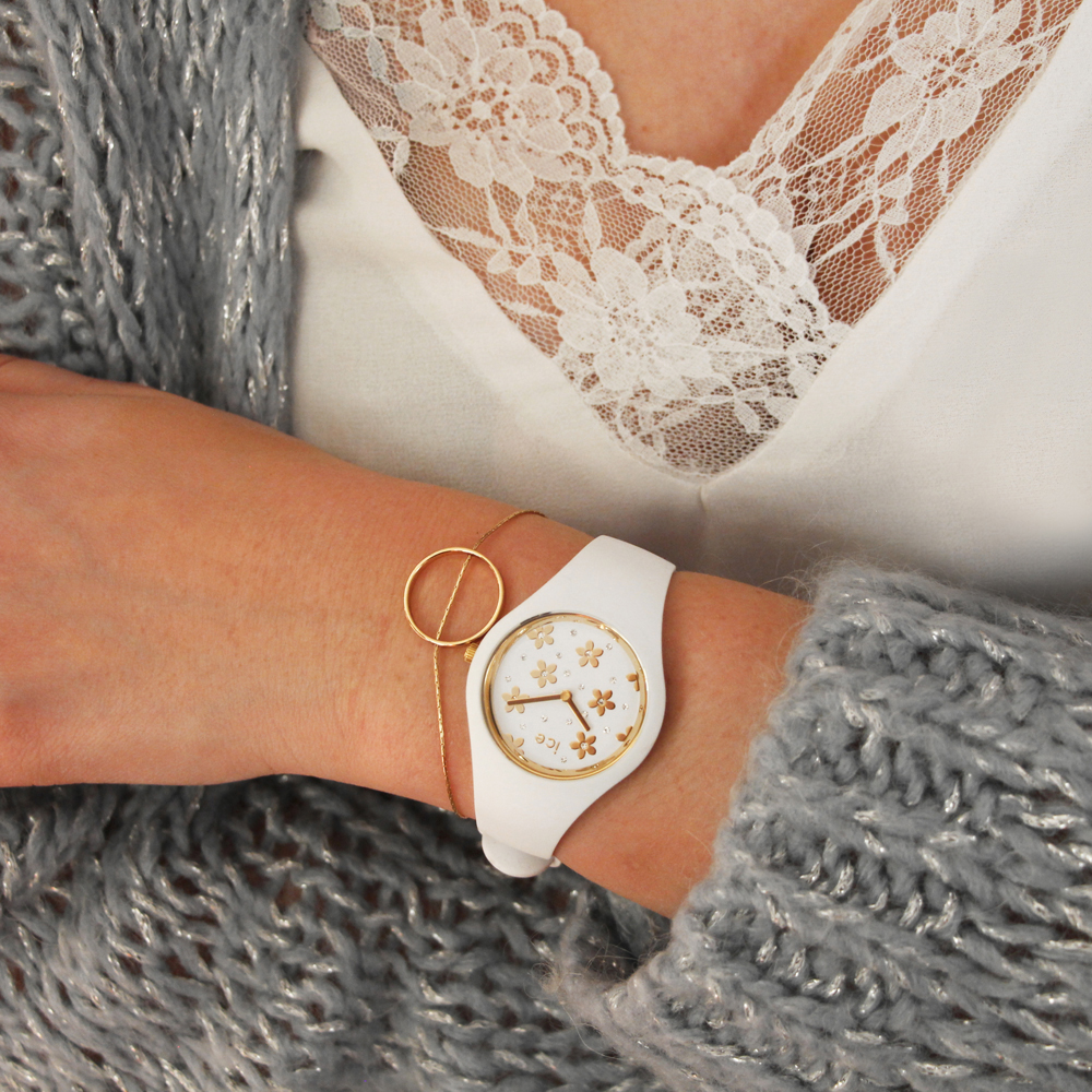 Elegancki, biały zegarek Ice Watch ICE.016658 ze złotymi kwiatkami na tarczy ozdobionymi diamencikami Swarovskiego.