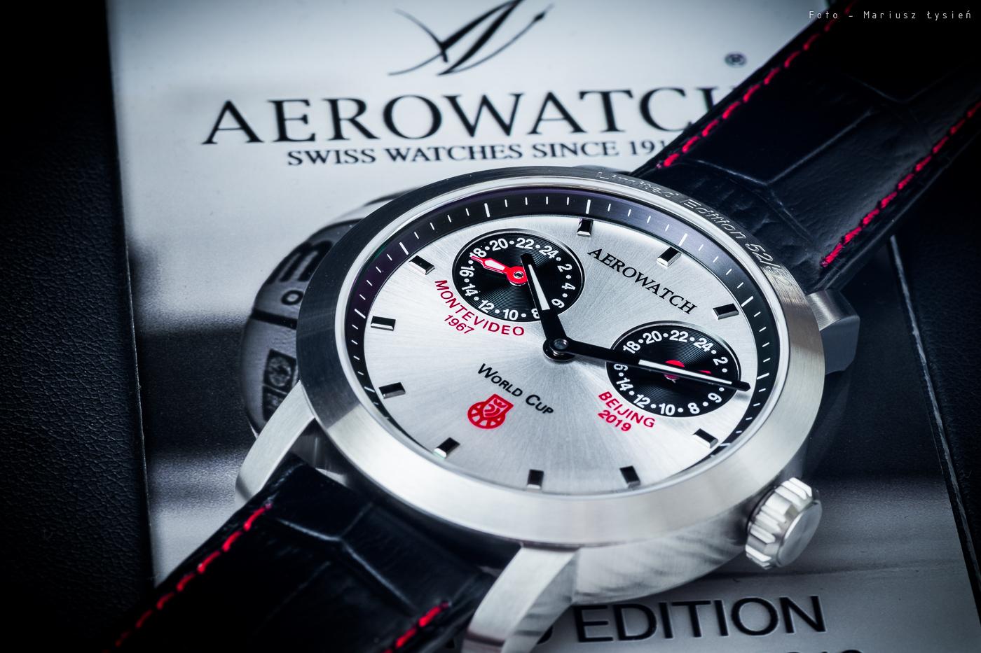 Zegarek Aerowatch Renaissance Polish Basketball posiada ręcznie naniesione indeksy.