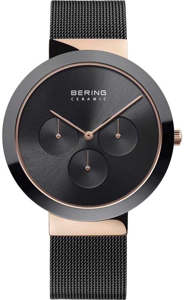 Stylowy, męski zegarek Bering 35040-166 Ceramic na stalowej bransolecie typu mesh z okragłą, ceramiczną kopertą. Tarcza zegarka jest z ceramiki w czarnym kolorze z trzema subtarczami. Wskazówki zegarka oraz obwód w okół tarczy są w kolorze różowego złota.