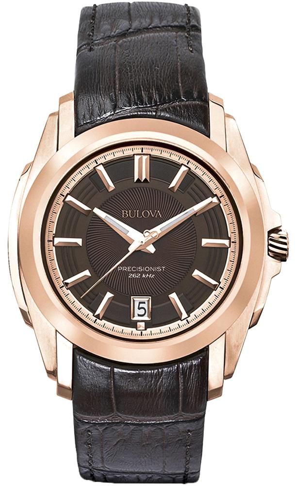 Luksusowy, męski zegarek Bulova 97B110 Precisionist na skórzanym, brązowym pasku ze stalowa koperta pokryta PVD w kolorze różowego złota. Giloszowana tarcza zegarka jest analogowa w brązowym kolorze. Indeksy jak i wskazówki są w kolorze różowego złota z datownikiem na godzinie szóstej.