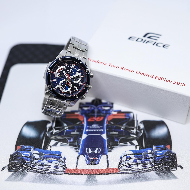 Model Casio EFR-564TR-2AER jako zegarek idealny dla osób lubiących prędkość.