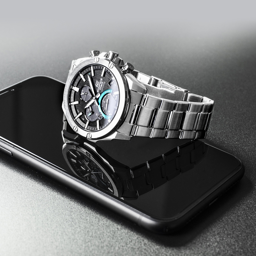 Funkcjonalny jak i elegancki zegarek EDIFICE Super Slim Sapphire Bluetooth Tough Solar.